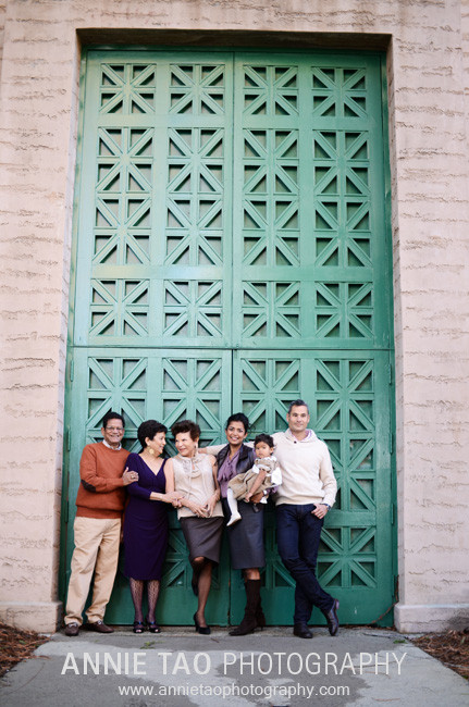 San-Francisco-Bay-Area-family-photography-extended-family-standing-at-door