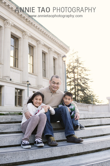 East-Bay-lifestyle-family-photography-father-and-his-kids-on-steps-at-UC-Berkeley