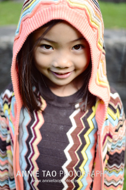 San-Francisco-lifestyle-family-photography-girl-wearing-retro-sweater-with-hood