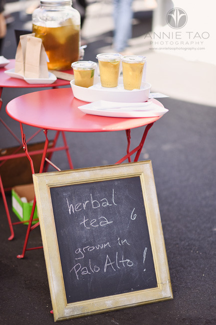 San-Francisco-Bay-Area-lifestyle-photography-tea-stand-at-farmers-market