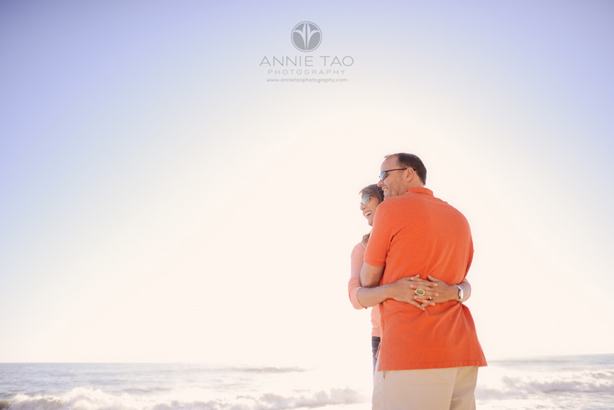 Bay-Area-lifestyle-photography-couple-hugging-during-sunset