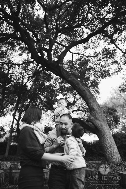 East-Bay-lifestyle-family-photography-father-giving-son-shoulder-ride-leans-down-for-kiss-BxW