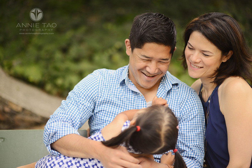 East-Bay-lifestyle-family-photography-dad-playing-with-daughter