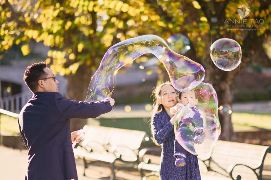san-francisco-lifestyle-family-photography-dad-making-giant-bubbles