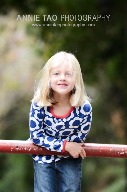 East-Bay-lifestyle-family-photography-girl-leaning-on-gate