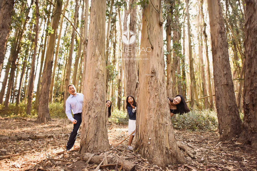 San-Francisco-lifestyle-family-photography-family-peeking-out-from-woods