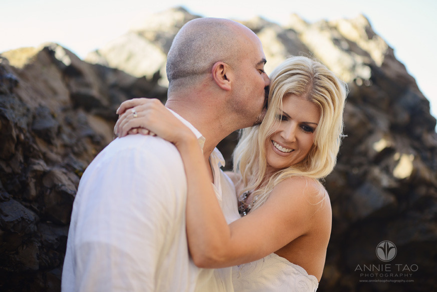 Bay-Area-Half-Moon-Bay-lifestyle-couple-photography-man-kissing-his-wife