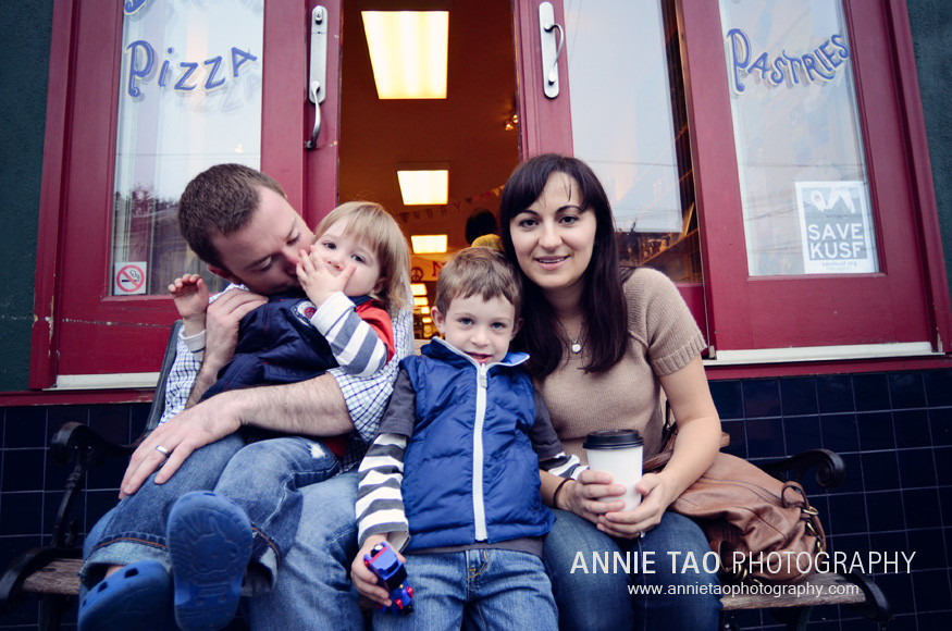 San-Francisco-urban-family-photography-family-at-the-local-cafe