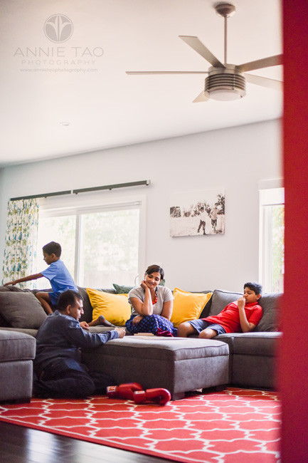 East-Bay-lifestyle-home-photography-family-playing-game-in-livingroom