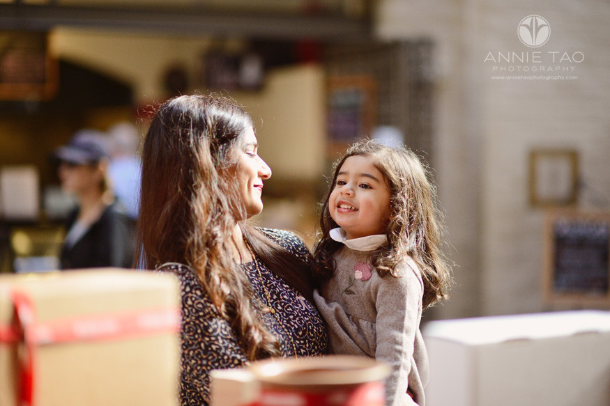 san-francisco-lifestyle-family-photography-mom-and-daughter-at-store