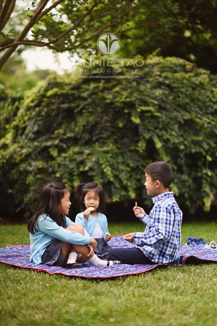 Bay-Area-lifestyle-children-photography-three-siblings-talking-and-snacking-on-the-grass