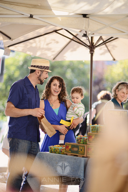 East-Bay-Commercial-Photography-family-shopping-at-Berkeley-farmers-market-2
