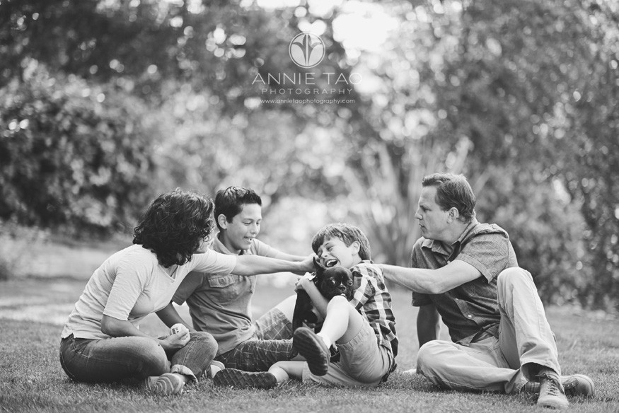 South-Bay-lifestyle-family-photography-family-playing-with-their-dog-outside-BxW