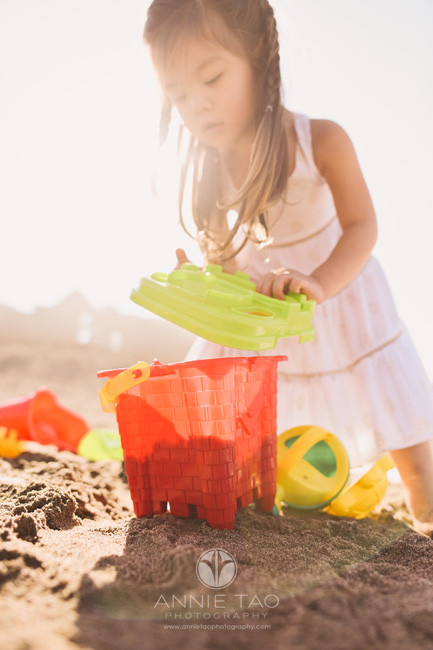 San-Francisco-lifestyle-children-photography-preschool-girl-building-a-sand-castle