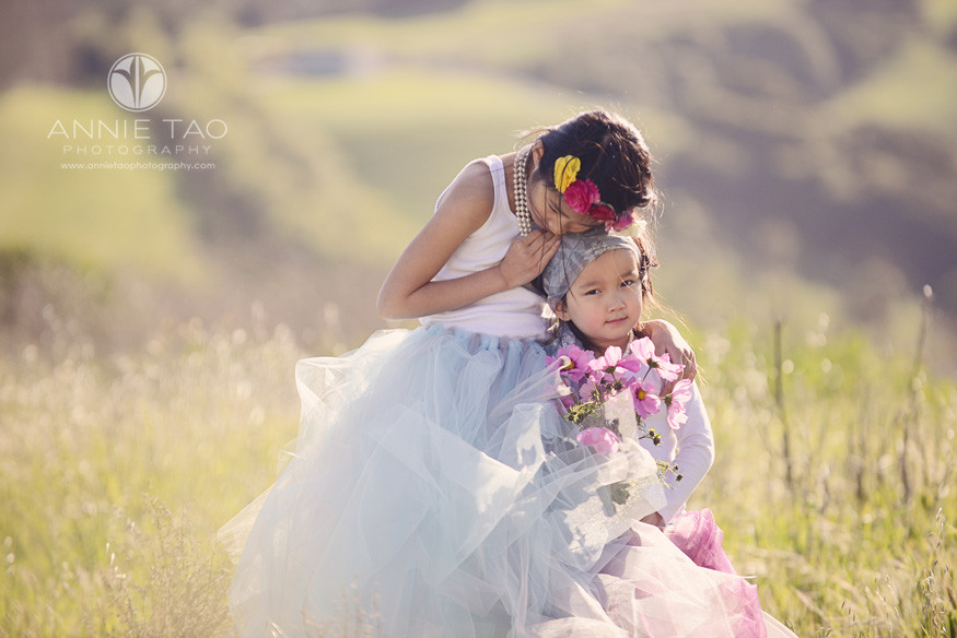 East-Bay-styled-children-photography-sisters-hugging-2