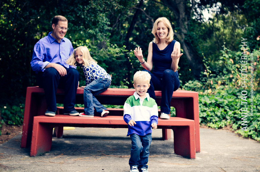 East-Bay-lifestyle-family-photography-family-at-picnic-table