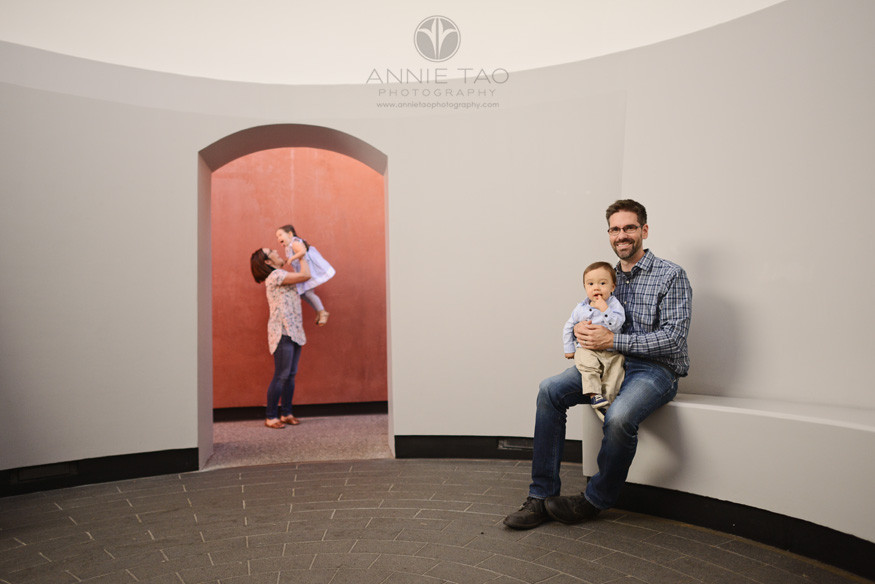 san-francisco-lifestyle-family-photography-parents-with-kids-in-sky-tunnel-golden-gate-park