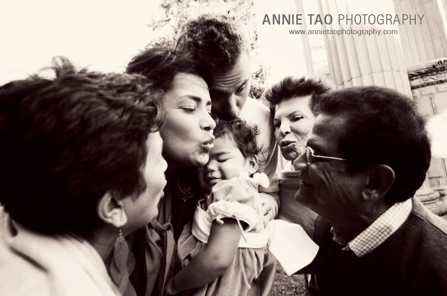 San-Francisco-Bay-Area-family-photography-extended-family-kissing-baby-simultaneously