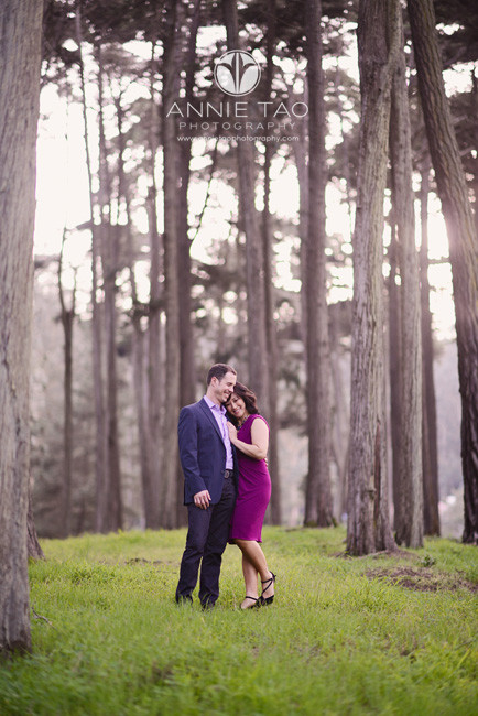 San-Francisco-lifestyle-engagement-photography-woman-leaning-into-her-fiance-in-woods