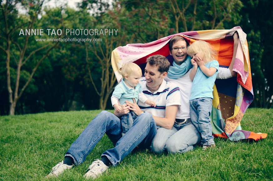 East-Bay-lifestyle-family-photography-family-under-a-blanket