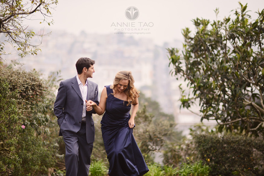 San-Francisco-couple-lifestyle-photography-man-helping-his-wife-up-a-hill-closeup-2