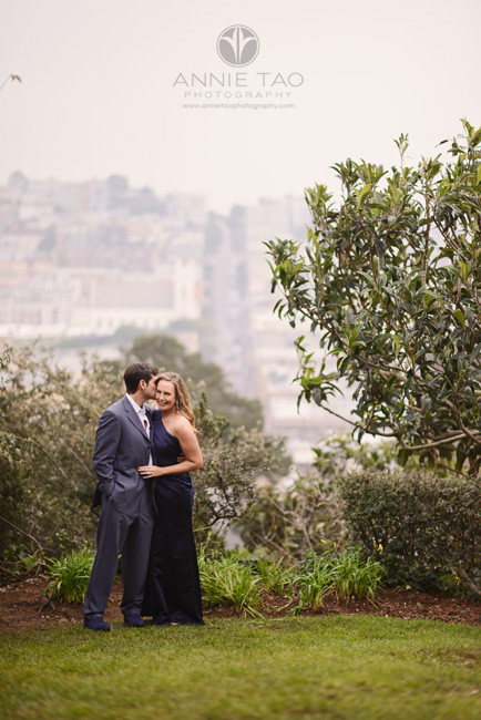 San-Francisco-couple-lifestyle-photography-man-kissing-his-wife-overlooking-the-city