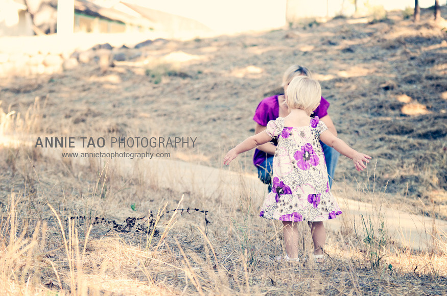 East-Bay-Family-Photography-toddler-holding-arms-out-to-mom