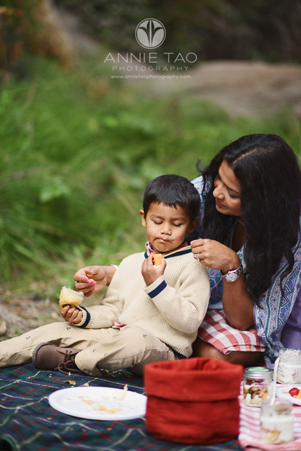San-Francisco-lifestyle-family-photography-mom-helping-son-during-picnic