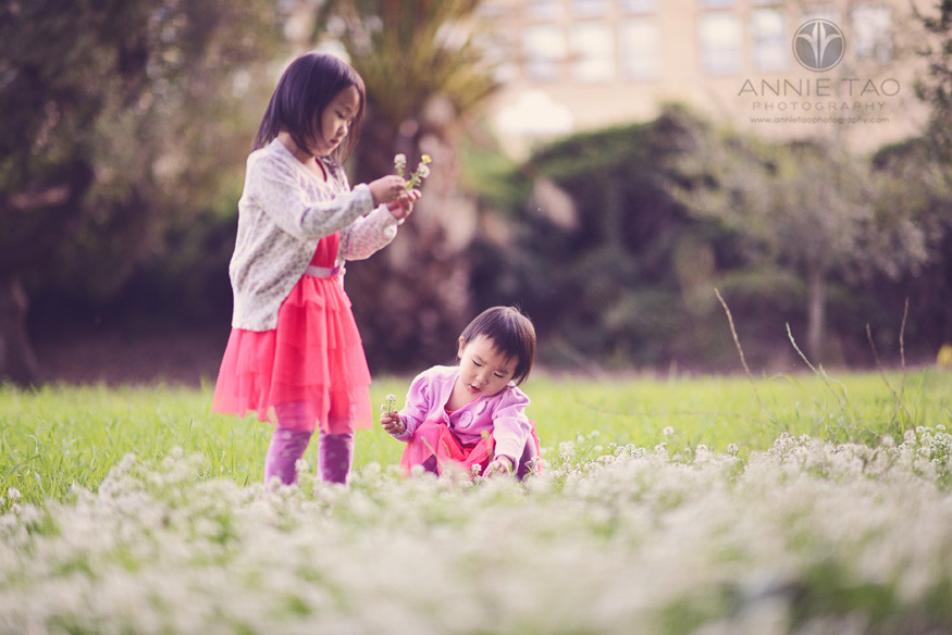 San-Francisco-Bay-Area-Palo-Alto-lifestyle-family-photography-sisters-picking-flowers