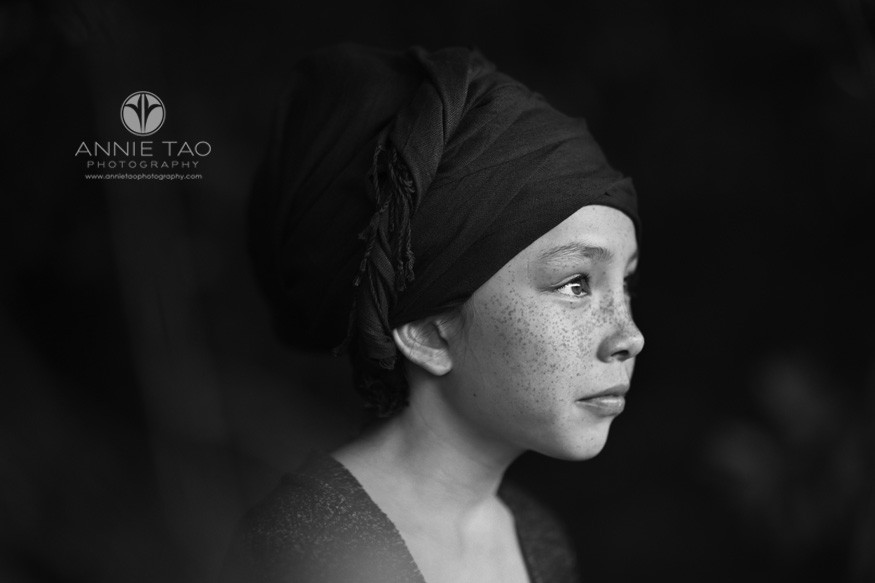 east-bay-styled-children-photography-girl-with-freckles-and-turban-closeup-BxW