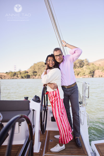 San-Francisco-lifestyle-couple-photography-man-hugging-woman-on-sailboat-in-bay