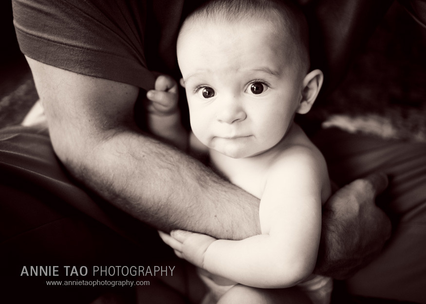 San-Francisco-family-lifestyle-photography-naked-baby-being-hugged-by-father