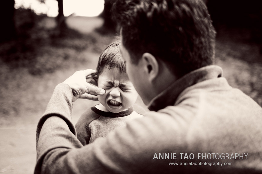 San-Francisco-East-Bay-lifestyle-family-photography-dad-wiping-son-face
