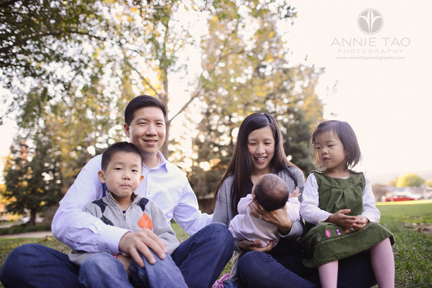 East-Bay-lifestyle-family-photography-family-sitting-on-the-grass