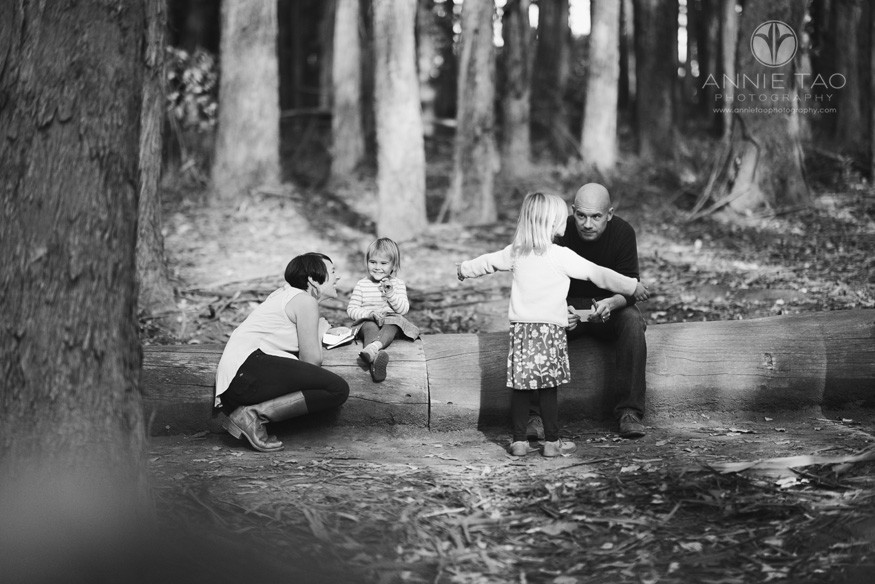 San-Francisco-lifestyle-family-photography-parents-working-with-daughters-on-list-in-woods-BxW