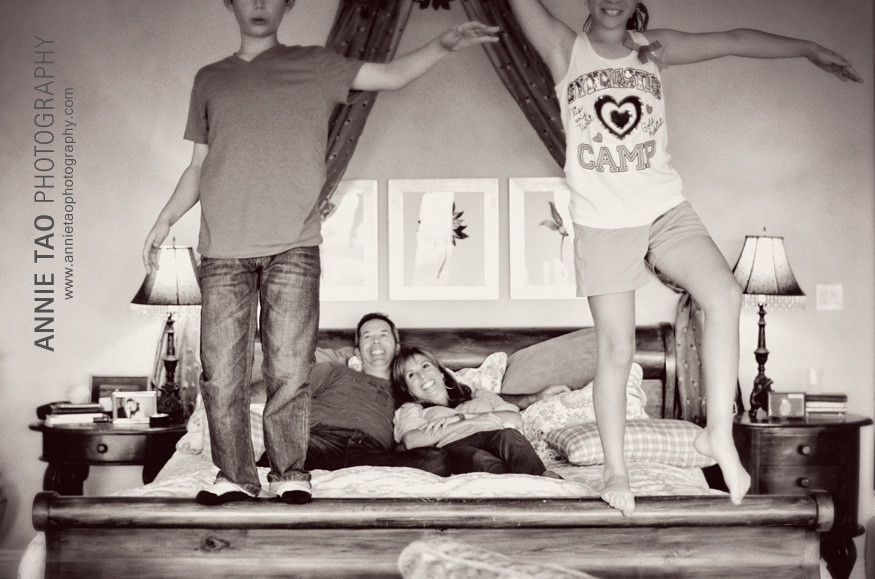 San-Francisco-Bay-Area-lifestyle-family-photography-family-playing-on-the-bed