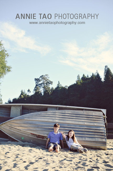 East-Bay-lifestyle-children-photography-siblings-sitting-by-boat