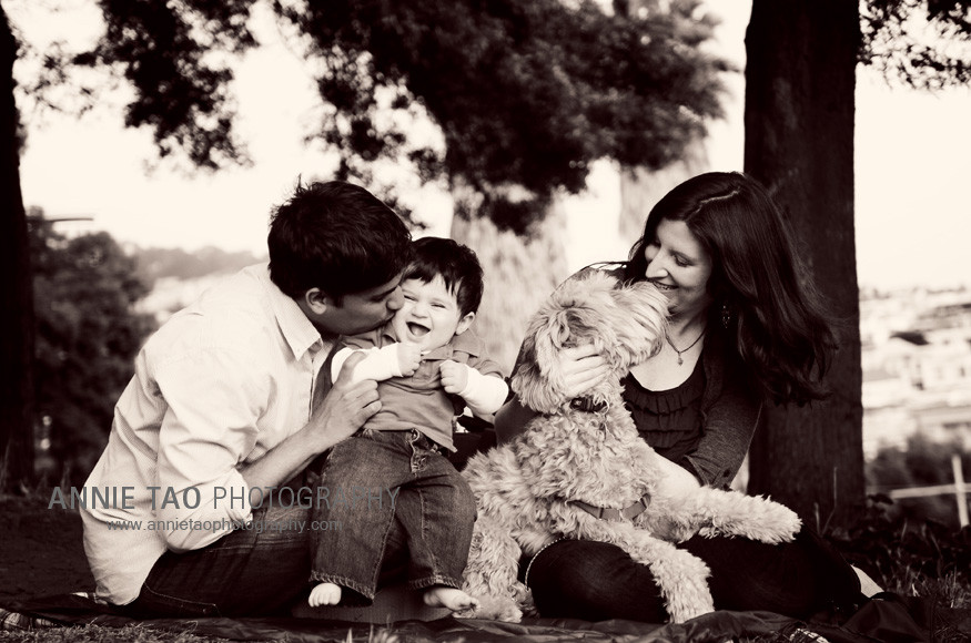 San-Francisco-Lifestyle-Family-Photography-mom-and-dad-kissing-dog-and-baby