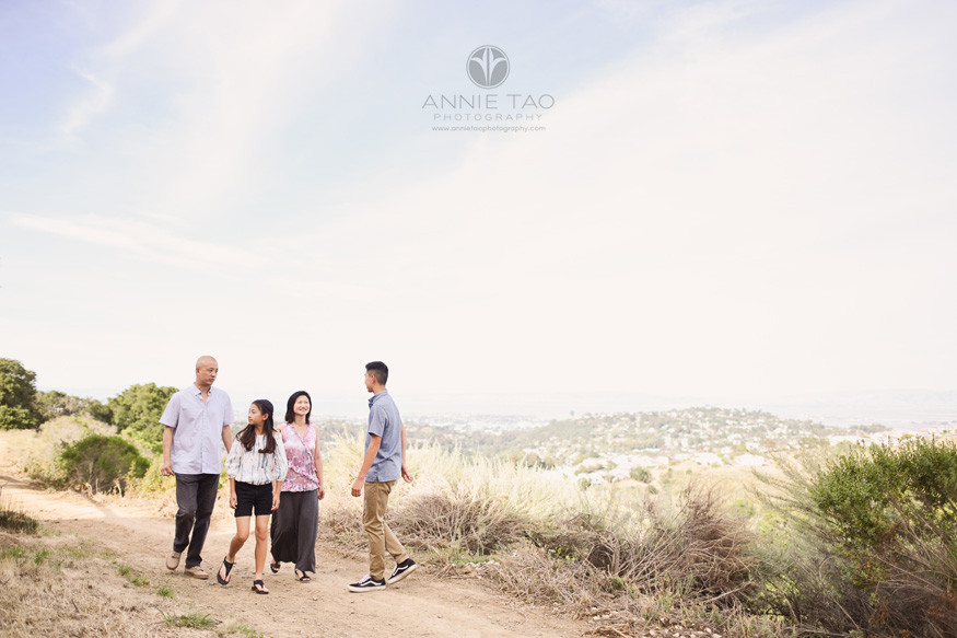 San-Francisco-Bay-Area-lifestyle-family-photography-hiking-in-back-hills-of-belmont