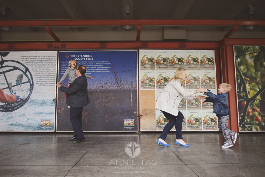 San-Francisco-lifestyle-family-photography-family-dancing-by-murals
