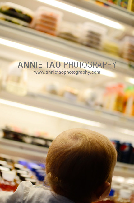 San-Francisco-Bay-Area-family-photography-toddler-hair-at-fridge-in-Ferry-Building