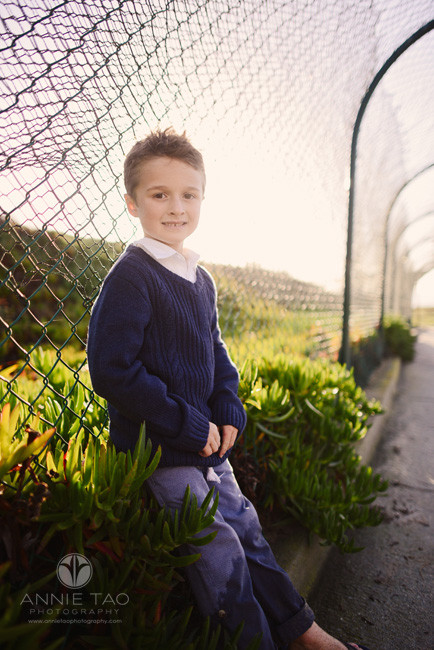 Bay-Area-Half-Moon-Bay-lifestyle-children-photography-young-boy-leaning-against-wire-fence