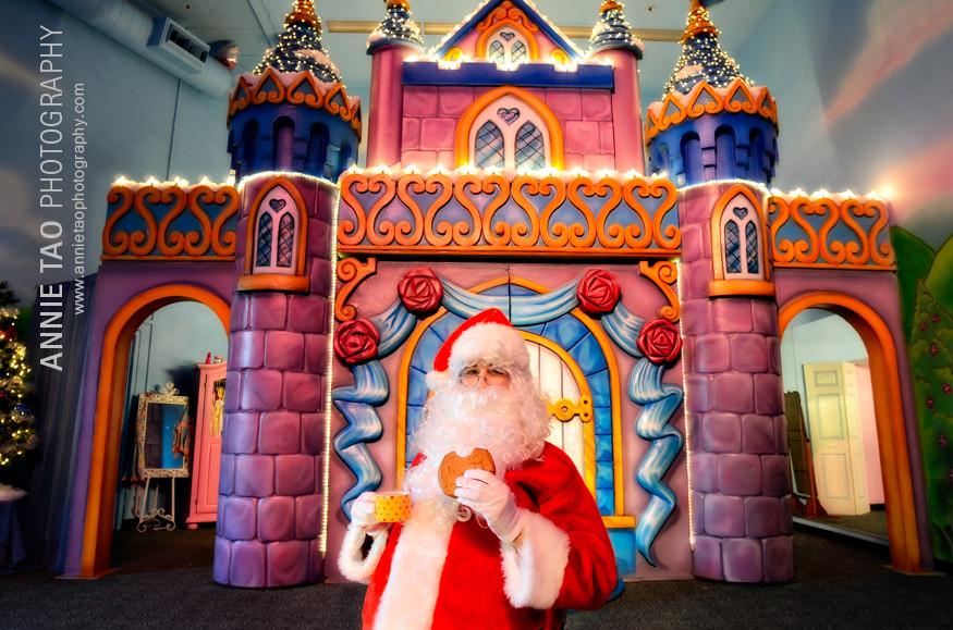 AnnieTao_SuperFranks_Santa-enjoying-tea-and-a-cookie-in-the-Princess-Room-closeup