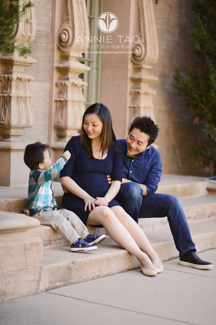 Bay-Area-lifestyle-family-photography-family-sitting-together-talking