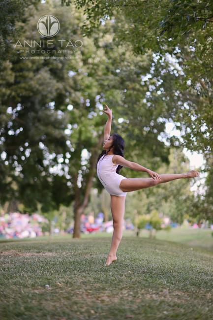 East-Bay-dance-photography-dancer-ballet-pose-at-park