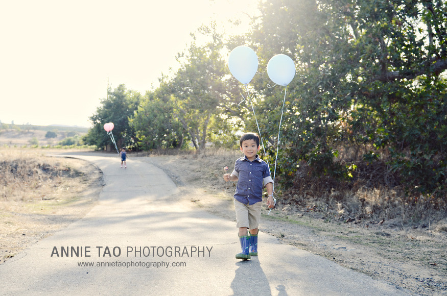 East-Bay-lifestyle-family-photography-kids-running-with-balloons