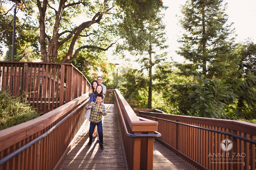 San-Francisco-Bay-Area-Los-Gatos-lifestyle-family-photography-playing-on-wooden-ramp