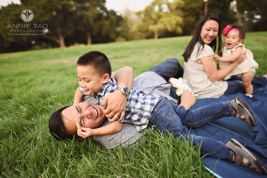 South-Bay-lifestyle-photography-family-happily-play-wrestling-in-park