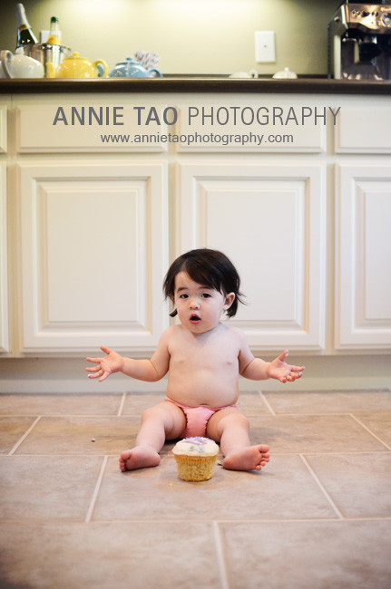 San-Francisco-Bay-Area-Event-Photography-baby-eating-cake-the-first-minute
