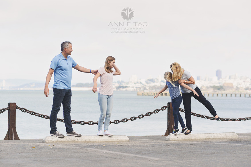 San-Francisco-lifestyle-family-photography-family-playing-by-the-bay-panned-out
